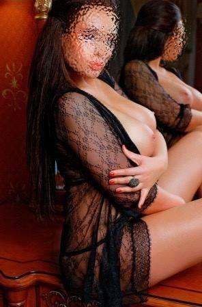 Siyah saçlı Temiz Harika Kız Burçak